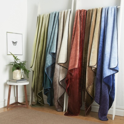 http://www.overstock.com/Bedding-Bath/Luxurious-Plush-Vellux-Mink-Ombre-Throw/9641984/product.html