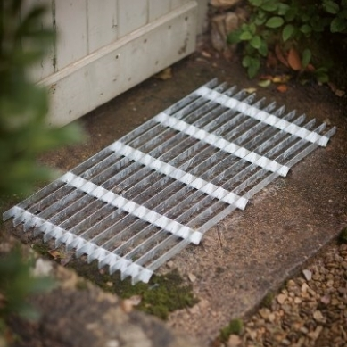 Doormat metal grill, around €65, www.gardentrading.co.uk