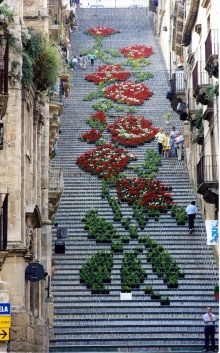 Sicilian urban flower installation in Caltaginrone: mymodernmet.com/profiles/blogs/la-scala-flower-festival-staircase