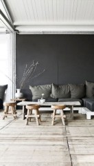 Play of dark paint and natural wood in this dark rustic living room on roomed.nl